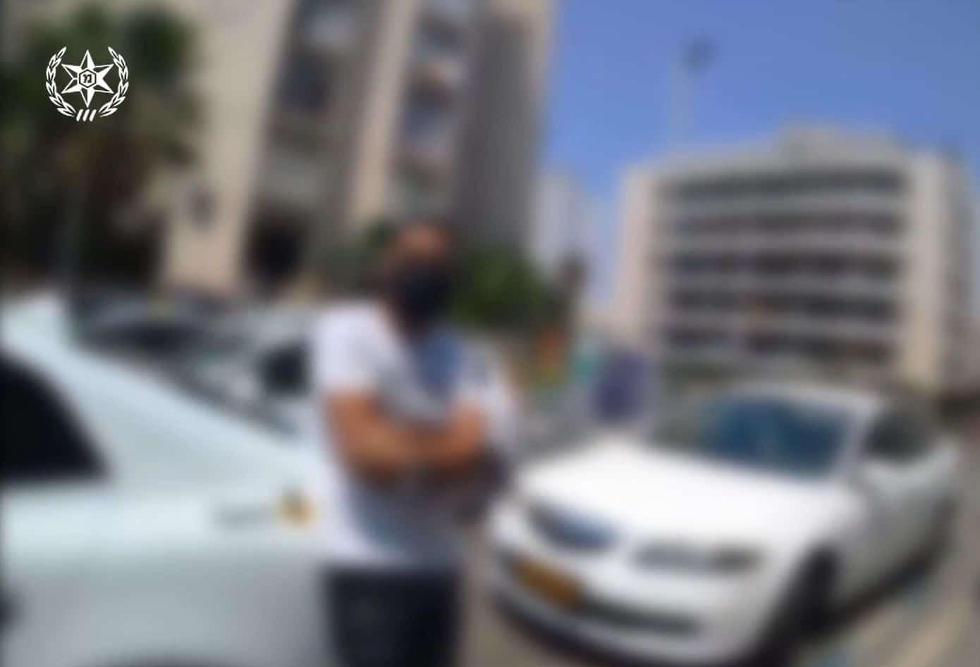 בעל המספרה לאחר שנתפס- צילום דוברות משטרת ישראל