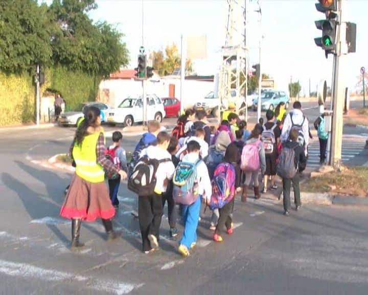 ילדים בית ספר כביש מעבר חצייה תלמידים צילום עמותת אור ירוק