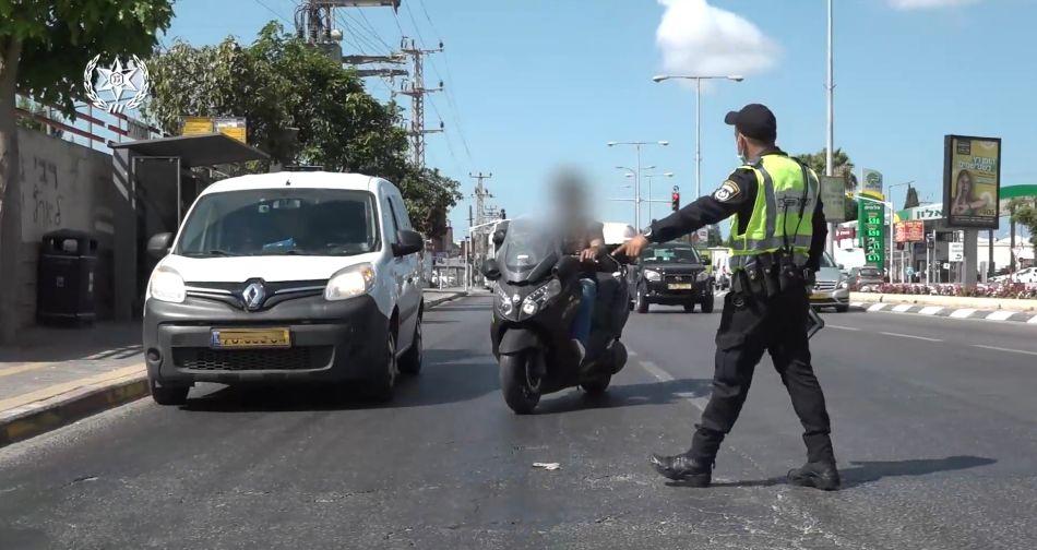 שוטר אכיפה קטנוע אופנוע צילום דוברות משטרת ישראל