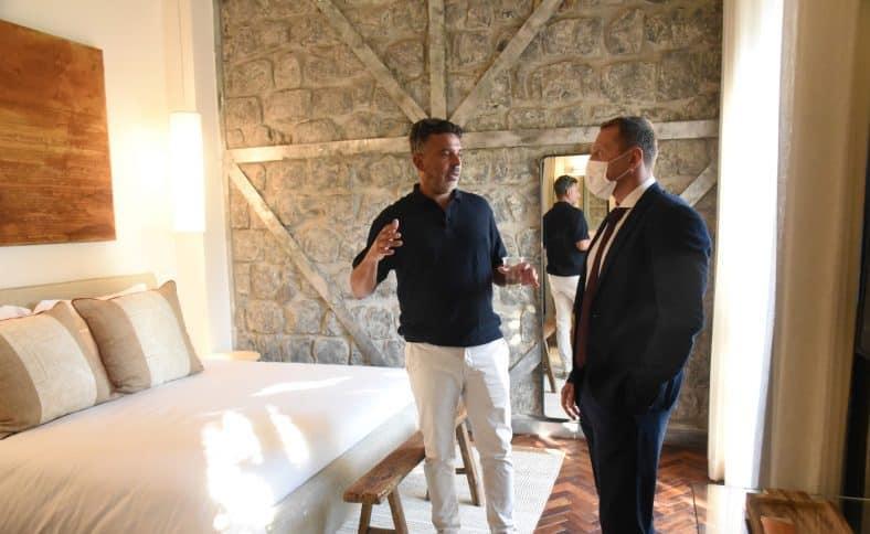 שר התיירות יואל רוזבוזוב בסיור במלון פרא עם ישי מלכה