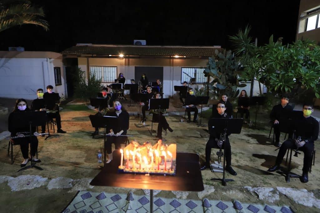 מקהלת הקונסרבטוריון העיורני של קרית אונו בקונצרט לכבוד חנוכה בעיר