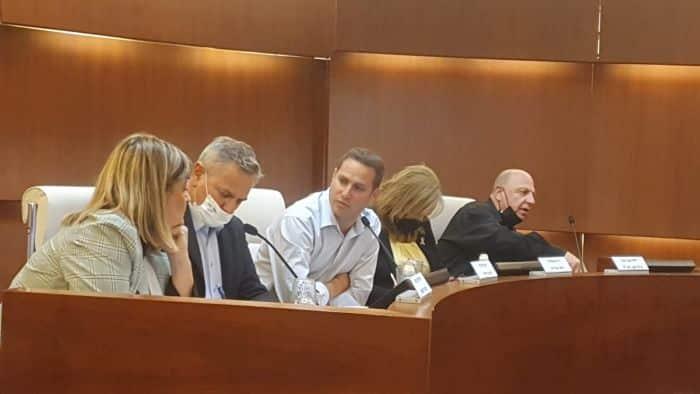 שר הבריאות ניצן הורביץ בעירייה